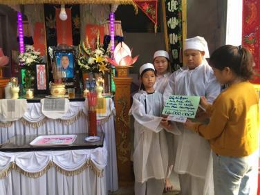 Chương trình Áo quan cho người nghèo lần 44 cho người mẹ nghèo tại Quảng Nam