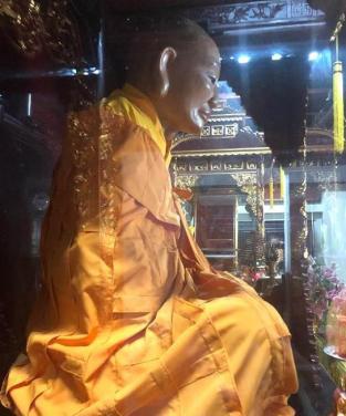 Nhục thân 300 năm bất hoại của Thiền Sư Như Trí tại chùa Tiêu