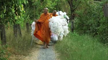 Thái Lan: Ngôi chùa may y chư Tăng từ rác thải nhựa