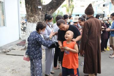 Chùa Bửu Đà: từ thiện đầu xuân Canh Tý tại Bệnh viện Ung Bướu