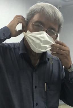 Bác sĩ hướng dẫn cách tự chế khẩu trang ngừa virus corona rất đơn giản