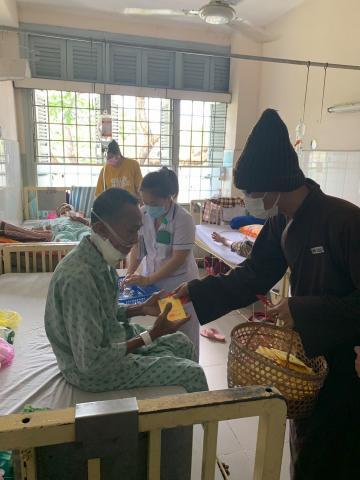 Chùa Bửu Đà: tặng quà các bệnh nhân tại BV Ung Bướu và Nhi Đồng 2 đầu xuân Tân Sửu