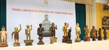 Phật đản sinh đưa tay nào lên?