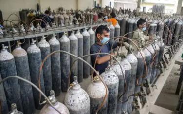 'Người hùng Covid-19' ở Ấn Độ:bán oxy với giá 1 Rupee/bình cho dân dù giá trên chợ đen gấp 30.000 lần