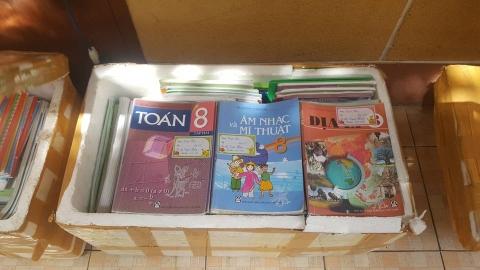Chùa Bửu Đà ủng hộ SGK cấp 2 cho các em học sinh vùng cao Trà Cang - Phần 1