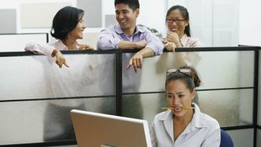 Làm gì để chuyển hóa đồng nghiệp buôn chuyện thị phi?