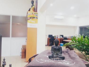 Thờ Phật trên bàn học được không?