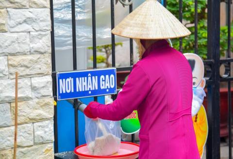 Chùa Bửu Đà: ATM gạo cho người nghèo đi vào hoạt động