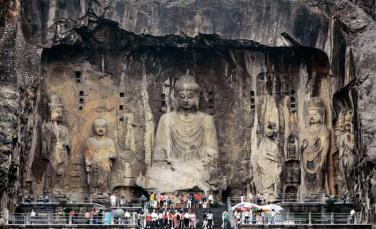 97.000 tượng Phật được khắc vào đá ở Long Môn thạch động