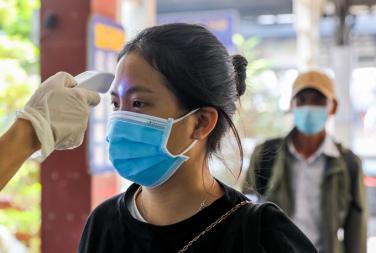 Đeo khẩu trang đúng cách phòng lây nhiễm nCoV cộng đồng
