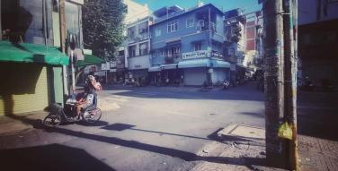 Cây cột điện mọc ra hộp cơm ở Sài Gòn