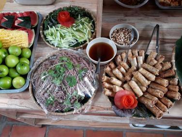 Mùa Vu lan, từ ăn sáng miễn phí tới các buffet chay