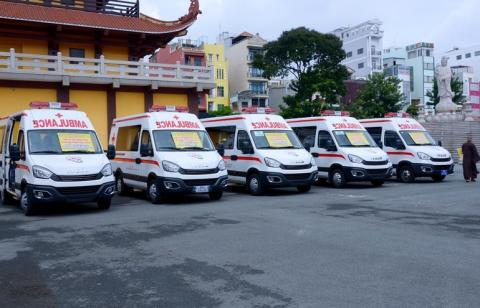 Ban Trị sự Phật giáo TP.HCM trao tặng 6 chiếc xe cứu thương phục vụ bệnh nhân