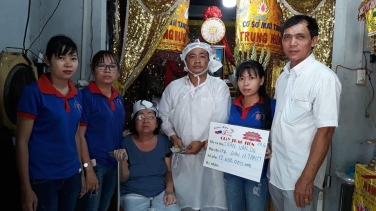 """Quỹ """"Áo quan cho người nghèo"""" của chùa Bửu Đà hỗ trợ hoàn cảnh chú Du Q.12"""