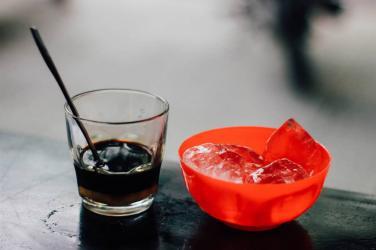 Sáng dậy liền uống cà phê: có hại sức khỏe