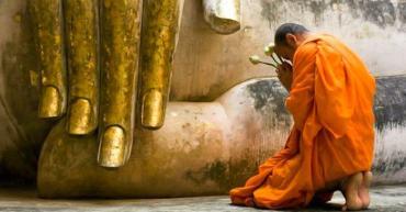 Tại sao phải lạy Phật?