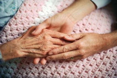 Có nên than khóc khi người thân qua đời không?
