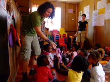 Vì sao chúng ta cần phải suy xét lại về việc làm từ thiện