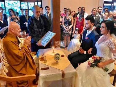 Khi giới trẻ phương Tây tổ chức lễ cưới Hằng thuận tại chùa