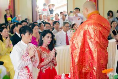 """Phật tử ứng xử thế nào khi """"phải cải đạo thì mới cho cưới""""?"""