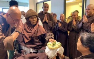 Những hình ảnh mới nhất về Thiền sư Thích Nhất Hạnh tại Làng Mai Thái Lan